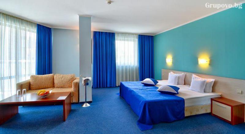 Уикенд в Бургас. 1, 2 или 3 нощувки на човек със закуски + уникален басейн и релакс зона в хотел Аква, снимка 3