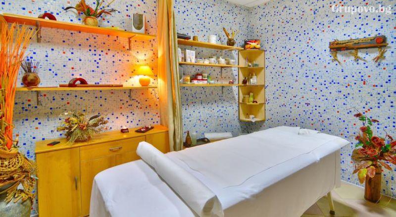 Уикенд в Бургас. 1, 2 или 3 нощувки на човек със закуски + уникален басейн и релакс зона в хотел Аква, снимка 5
