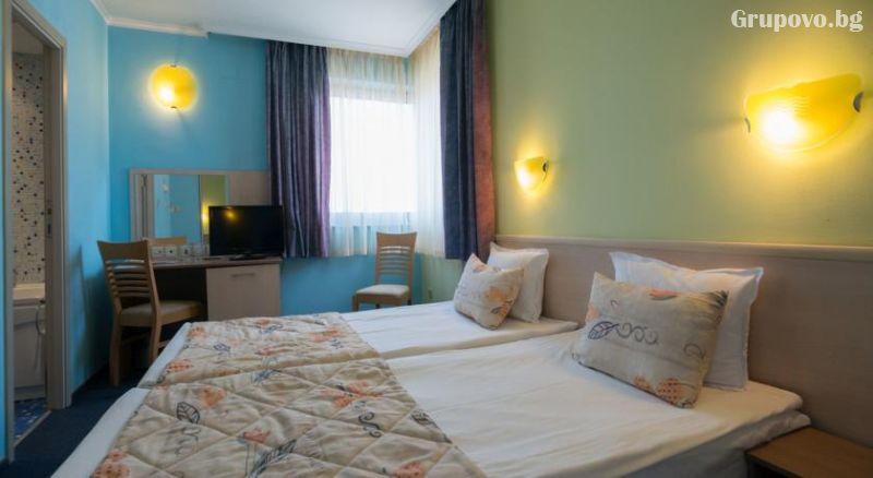 Уикенд в Бургас. 1, 2 или 3 нощувки на човек със закуски + уникален басейн и релакс зона в хотел Аква, снимка 4