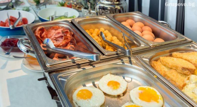 Уикенд в Бургас. 1, 2 или 3 нощувки на човек със закуски + уникален басейн и релакс зона в хотел Аква, снимка 7