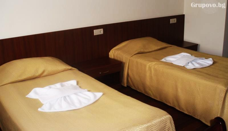 Нощувка на човек със закуска и вечеря + закрит плувен басейн от хотел Борика****, Чепеларе, снимка 4