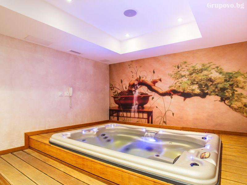 Уикенд в хотел Каменград****, Панагюрище! Нощувка на човек със закуска и вечеря + закрит плувен минерален басейн и СПА, снимка 10
