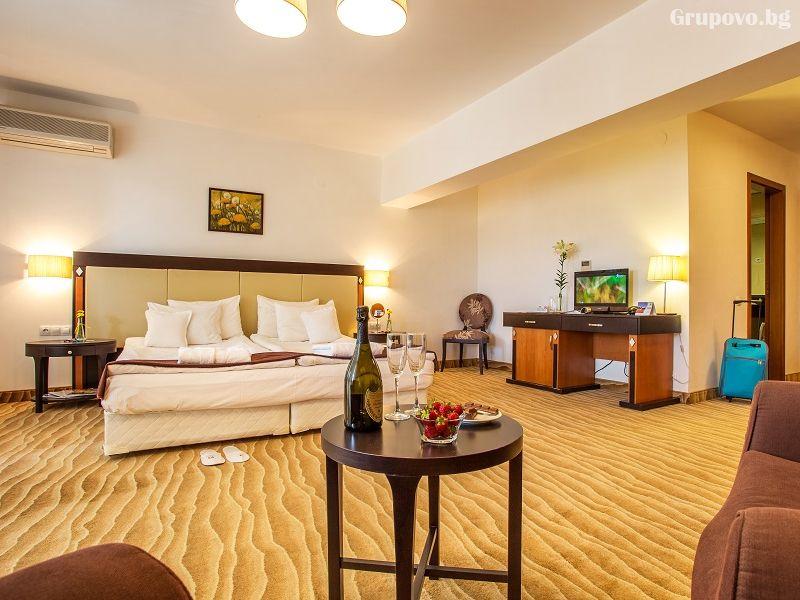 Уикенд в хотел Каменград****, Панагюрище! Нощувка на човек със закуска и вечеря + закрит плувен минерален басейн и СПА, снимка 11
