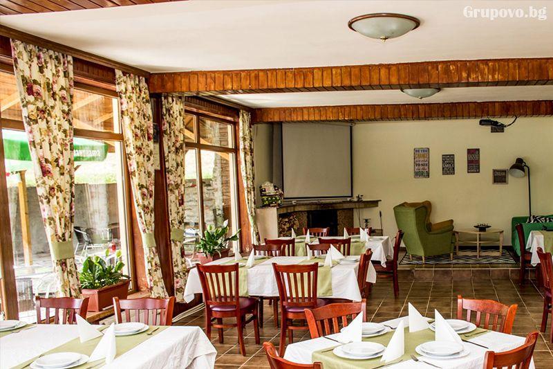 Нощувка на човек със закуска и вечеря* + горещ МИНЕРАЛЕН басейн в хотел Хелиер на 25 км. от Банско., снимка 14