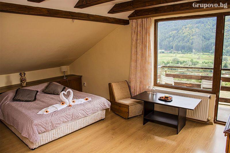 Нощувка на човек със закуска и вечеря* + горещ МИНЕРАЛЕН басейн в хотел Хелиер на 25 км. от Банско., снимка 3