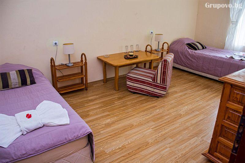 Нощувка на човек със закуска и вечеря* + горещ МИНЕРАЛЕН басейн в хотел Хелиер на 25 км. от Банско., снимка 6