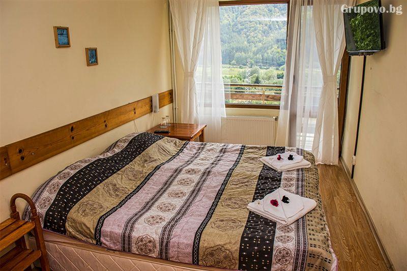 Нощувка на човек със закуска и вечеря* + горещ МИНЕРАЛЕН басейн в хотел Хелиер на 25 км. от Банско., снимка 8