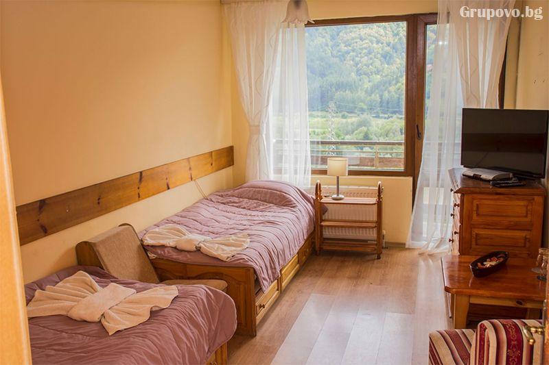 Нощувка на човек със закуска и вечеря* + горещ МИНЕРАЛЕН басейн в хотел Хелиер на 25 км. от Банско., снимка 13