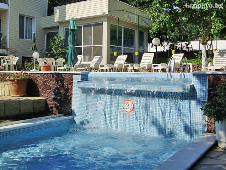 Почивка до к.к. Албена! Нощувка на човек със закуска и вечеря + басейн от хотелски комплекс Рай***, с. Оброчище, снимка 4