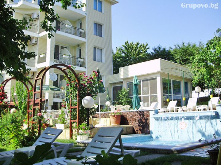Почивка до к.к. Албена! Нощувка на човек със закуска и вечеря + басейн от хотелски комплекс Рай***, с. Оброчище, снимка 12