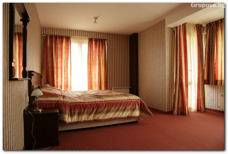Нощувка на човек със закуска в хотел Ивел, Банско, снимка 7
