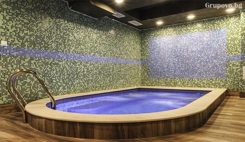 Уикенд в хотел Никол, Долна баня! Нощувка със закуска за двама, трима или четирима + външен минерален басейн, снимка 9