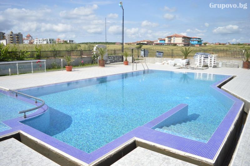 На брега на морето през септември в Синеморец! Нощувка в апартамент за четирима или шестима + басейн в Комплекс Афродита 2, снимка 2
