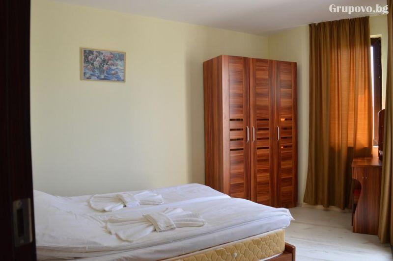 На брега на морето през септември в Синеморец! Нощувка в апартамент за четирима или шестима + басейн в Комплекс Афродита 2, снимка 4