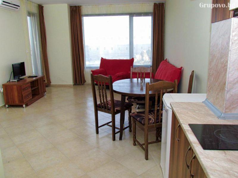 На брега на морето през септември в Синеморец! Нощувка в апартамент за четирима или шестима + басейн в Комплекс Афродита 2, снимка 9