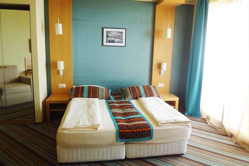 През Септември на първа линия в Несебър. Нощувка на човек със закуска и вечеря* + басейн в хотел Мираж***, снимка 3