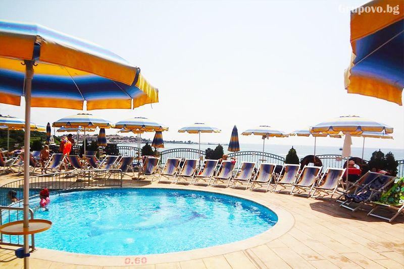 През Септември на първа линия в Несебър. Нощувка на човек със закуска и вечеря* + басейн в хотел Мираж***, снимка 6