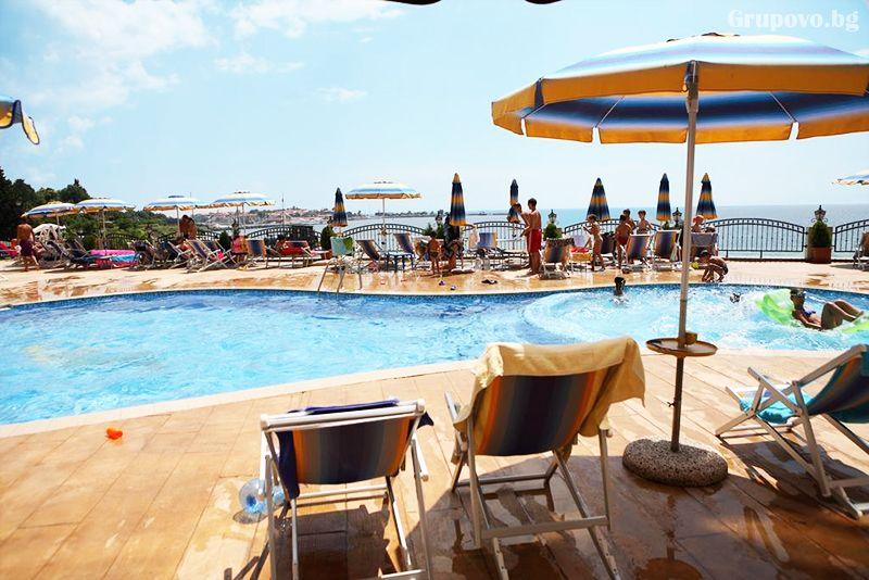 През Септември на първа линия в Несебър. Нощувка на човек със закуска и вечеря* + басейн в хотел Мираж***, снимка 7
