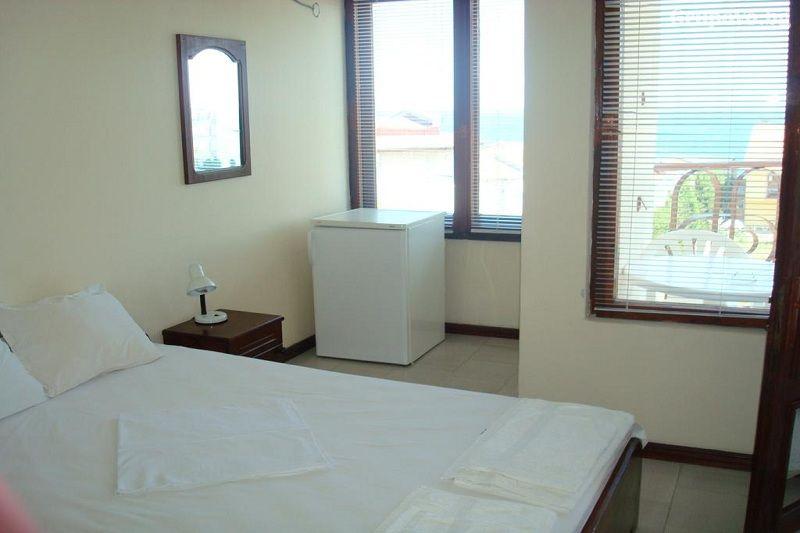 Хотел Лазур, Равда, снимка 3