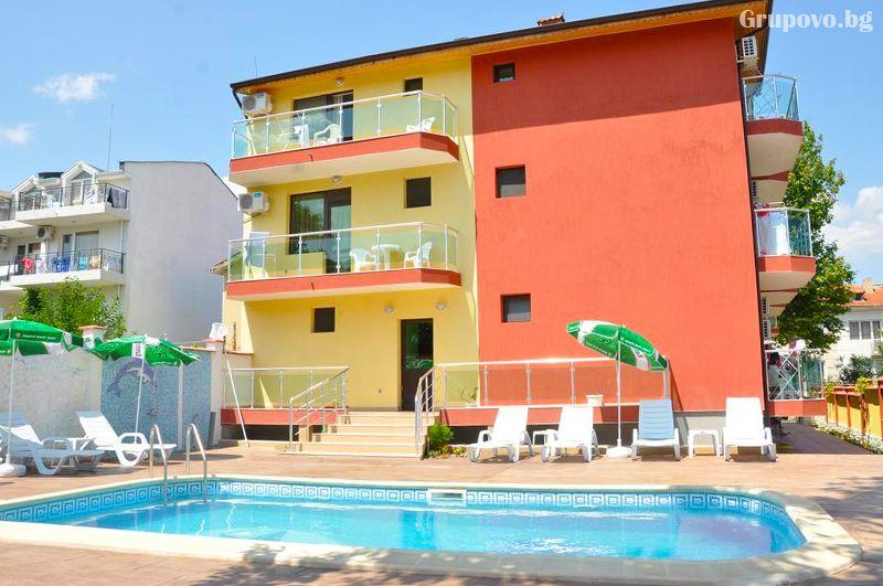 Нощувка на човек със закуска и вечеря + външен, вътрешен басейн и релакс зона в хотел Жаки, Кранево, снимка 11