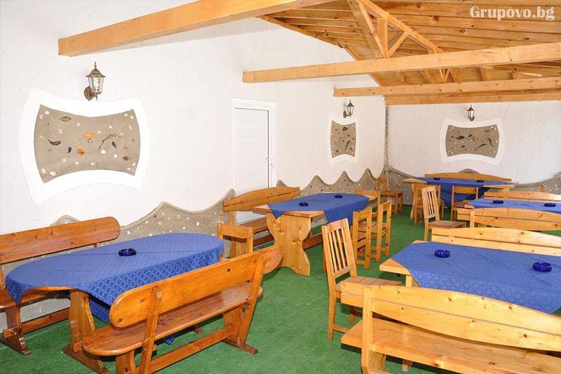 Нощувка на човек със закуска и вечеря + външен, вътрешен басейн и релакс зона в хотел Жаки, Кранево, снимка 10