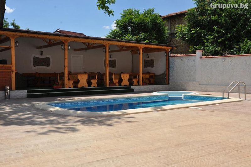 Нощувка на човек със закуска и вечеря + външен, вътрешен басейн и релакс зона в хотел Жаки, Кранево, снимка 12