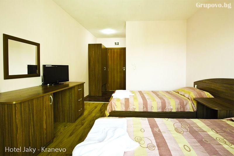 Нощувка на човек със закуска и вечеря + външен, вътрешен басейн и релакс зона в хотел Жаки, Кранево, снимка 7