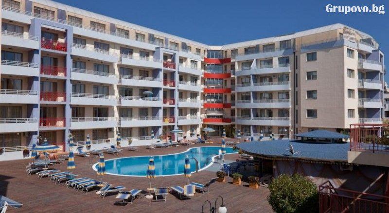 Нощувка в апартамент за 4 или 6 човека + басейн в Комплекс Централ Плаза, Слънчев бряг, снимка 3