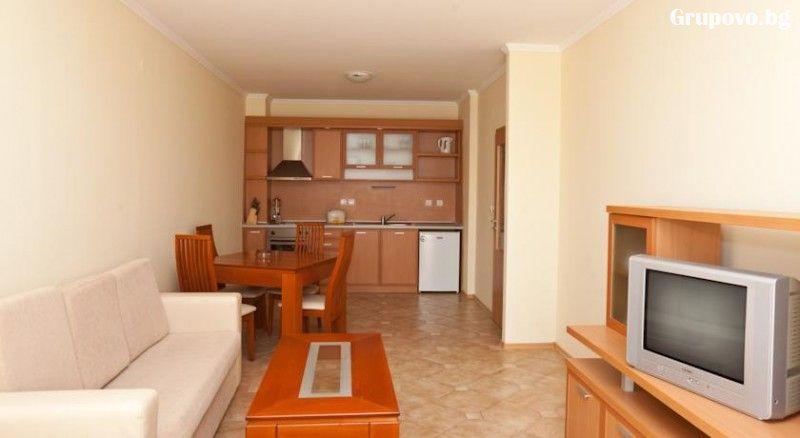 Нощувка в апартамент за 4 или 6 човека + басейн в Комплекс Централ Плаза, Слънчев бряг, снимка 6