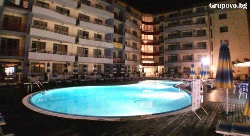 Нощувка в апартамент за 4 или 6 човека + басейн в Комплекс Централ Плаза, Слънчев бряг, снимка 9