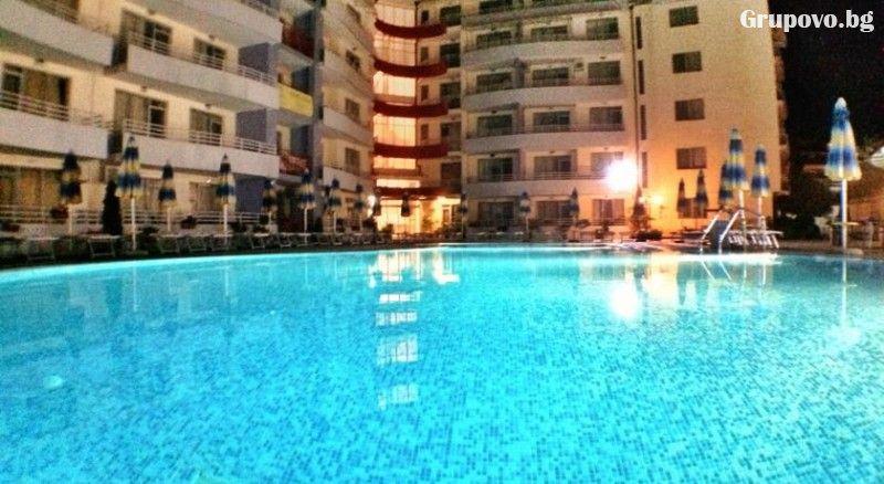 Нощувка в апартамент за 4 или 6 човека + басейн в Комплекс Централ Плаза, Слънчев бряг, снимка 2
