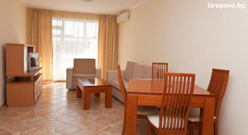 Нощувка в апартамент за 4 или 6 човека + басейн в Комплекс Централ Плаза, Слънчев бряг, снимка 7