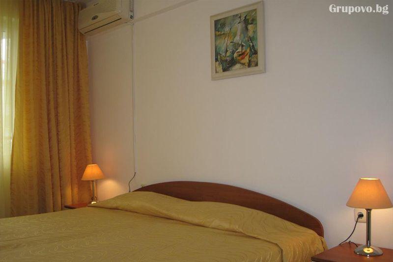 Нощувка на човек със закуска, обяд и вечеря + басейн в хотел Лотос, Китен до плаж Атлиман, снимка 7