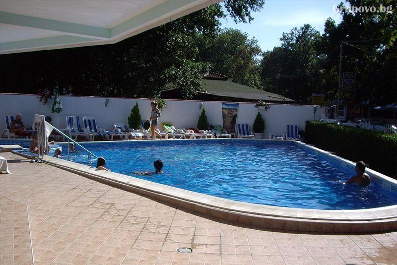 Нощувка на човек със закуска, обяд и вечеря + басейн в хотел Лотос, Китен до плаж Атлиман, снимка 3