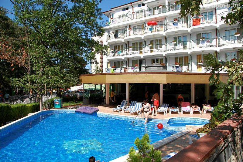Нощувка на човек със закуска, обяд и вечеря + басейн в хотел Лотос, Китен до плаж Атлиман, снимка 2