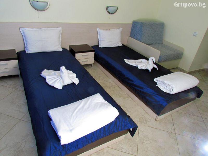 Нощувка на човек през Юни в хотел Афродита, Синеморец, снимка 4