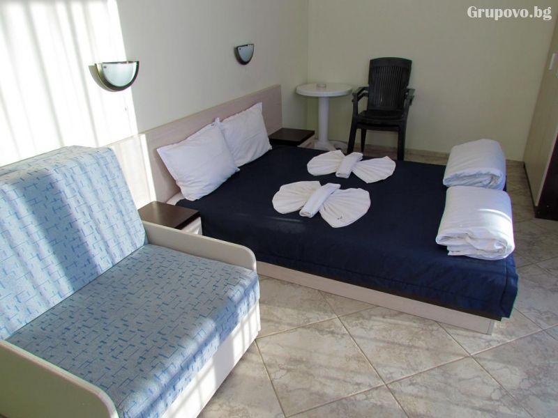 Нощувка на човек през Юни в хотел Афродита, Синеморец, снимка 5