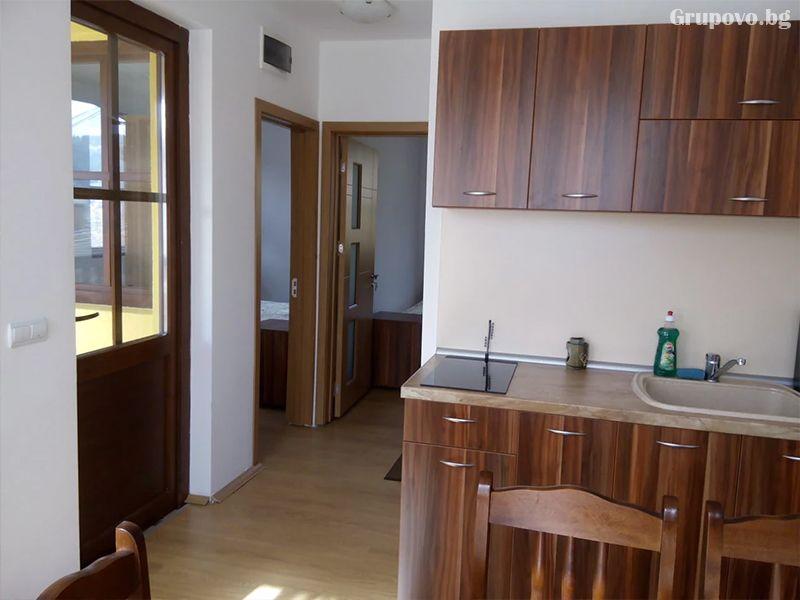 Нощувка на човек в стаи и апартаменти за гости в къща Емили Фемили Хаус, Копривщица, снимка 3