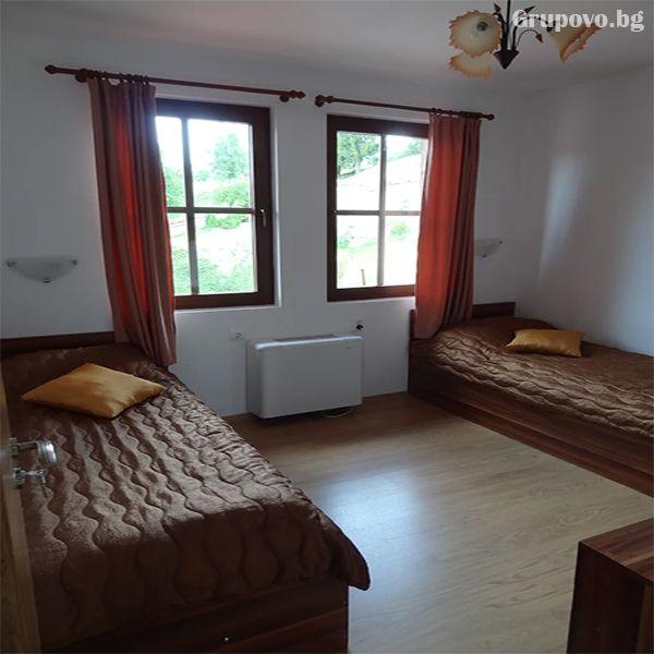 Нощувка на човек в стаи и апартаменти за гости в къща Емили Фемили Хаус, Копривщица, снимка 6