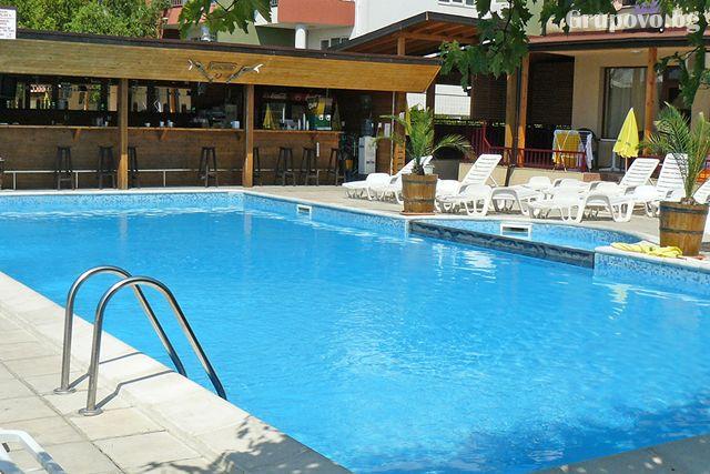 ТОП сезон - юли и август в Слънчев бряг! Нощувка на човек със закуска, обяд и вечеря + басейн в хотел Теди, снимка 4