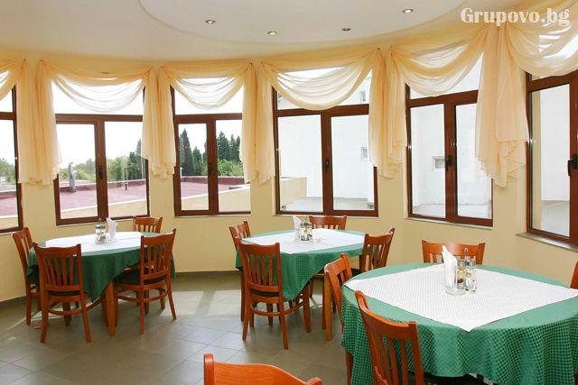 ТОП сезон - юли и август в Слънчев бряг! Нощувка на човек със закуска, обяд и вечеря + басейн в хотел Теди, снимка 6