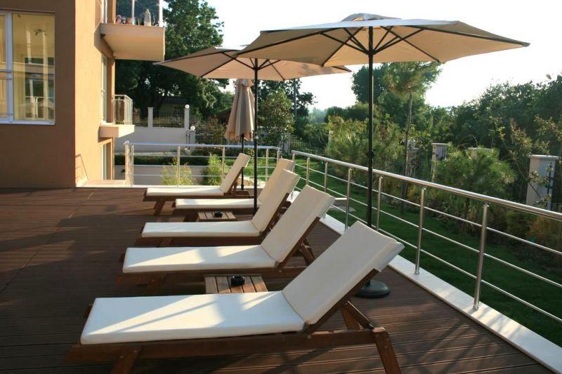 На ПЪРВА линия в Ахтопол! Нощувка за четирима или шестима + басейн от Апартаменти Санта Мария, снимка 8