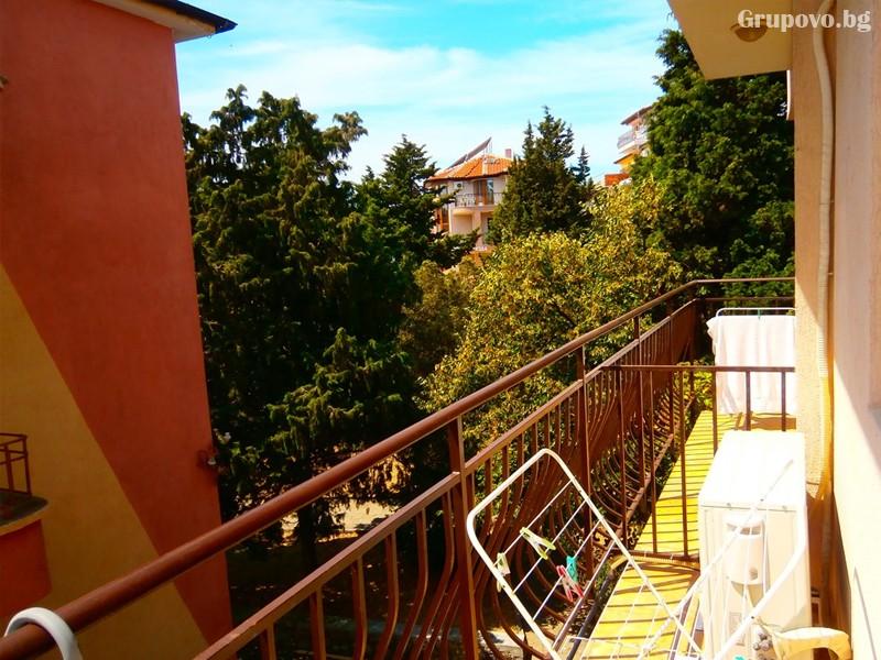 Нощувка на човек на 100м. от плажа в Созопол в къща за гости Терзиеви, снимка 4