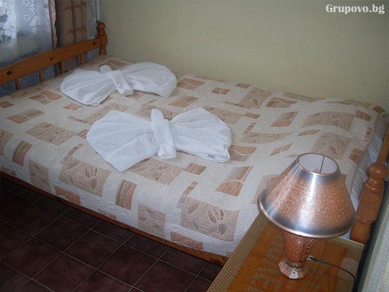 Нощувка на човек в къща за гости Колев, Несебър, снимка 6