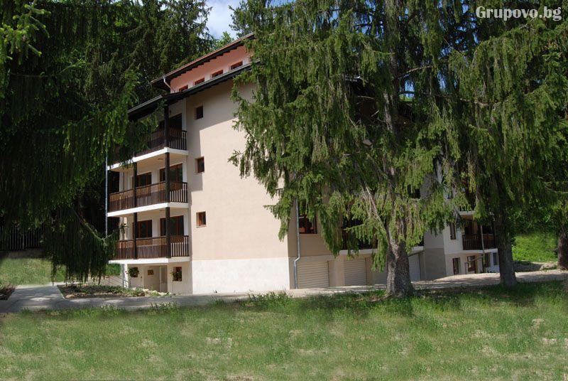 Апарт хотел Видима, Априлци