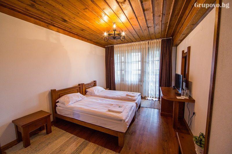 Нощувка на човек със закуска и вечеря + басейн и релакс център в хотел Лещен, с. Лещен, снимка 6