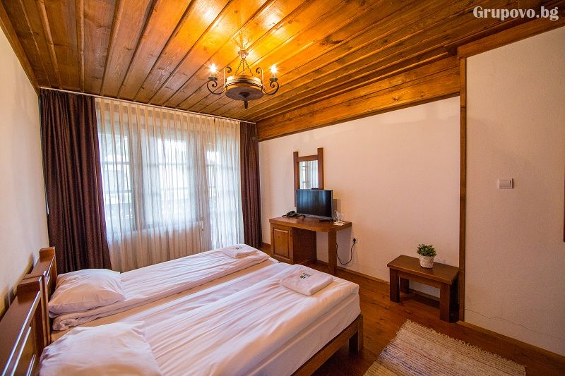 Нощувка на човек със закуска и вечеря + басейн и релакс център в хотел Лещен, с. Лещен, снимка 5