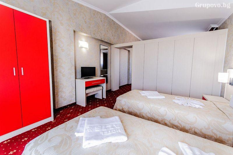 Нощувка на човек със закуска и вечеря + басейн и СПА в НОВИЯ хотел Алиса,  Павел Баня, снимка 9