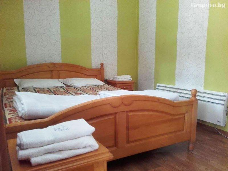 Нощувка на човек + минерален басейн от стаи за гости Харабийски кът, с. Чифлик, снимка 5