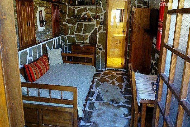 Нощувка в самостоятелна вила с капацитет 12 човека + бонус при 3+ нощувки: ГОРЕЩО външно джакузи, сауна и фитобъчва във Вила Рупцовото край Смолян, снимка 5